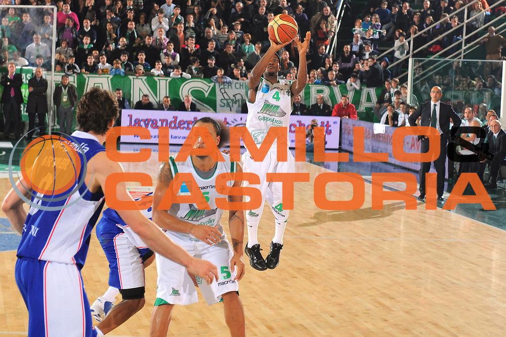 DESCRIZIONE : Avellino Lega A 2010-11 Air Avellino Bennet Cantu<br /> GIOCATORE : Marques Green<br /> SQUADRA : Air Avellino<br /> EVENTO : Campionato Lega A 2010-2011<br /> GARA : Air Avellino Bennet Cantu<br /> DATA : 20/11/2010<br /> CATEGORIA : Tiro<br /> SPORT : Pallacanestro<br /> AUTORE : Agenzia Ciamillo-Castoria/GiulioCiamillo<br /> Galleria : Lega Basket A 2010-2011<br /> Fotonotizia : Avellino Lega A 2010-11 Air Avellino Bennet Cantu<br /> Predefinita :