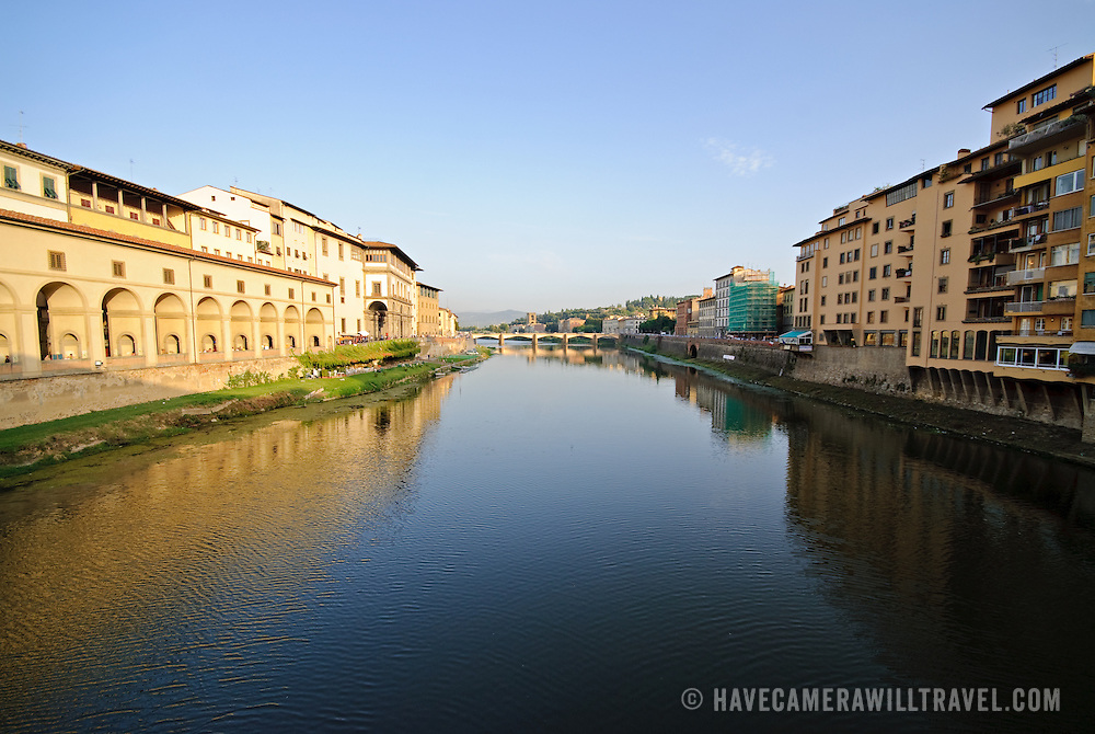 River Arno flowing through the middle of Firenze