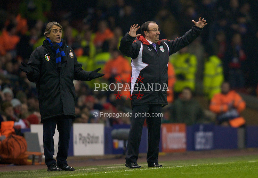 LIVERPOOL, ENGLAND - Tuesday, February 19, 2008: Liverpool's manager Rafael Benitez and FC Internazionale Milano's head coach Roberto Mancini during the UEFA Champions League First Knockout Round 1st Leg match at Anfield. (Photo by David Rawcliffe/Propaganda)
