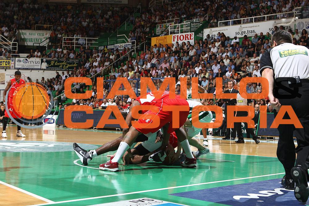 DESCRIZIONE : Siena Lega A 2008-09 Playoff Finale Gara 2 Montepaschi Siena Armani Jeans Milano<br /> GIOCATORE : <br /> SQUADRA : Montepaschi Siena<br /> EVENTO : Campionato Lega A 2008-2009 <br /> GARA : Montepaschi Siena Armani Jeans Milano<br /> DATA : 12/06/2009<br /> CATEGORIA : curiosita<br /> SPORT : Pallacanestro <br /> AUTORE : Agenzia Ciamillo-Castoria/C.De Massis