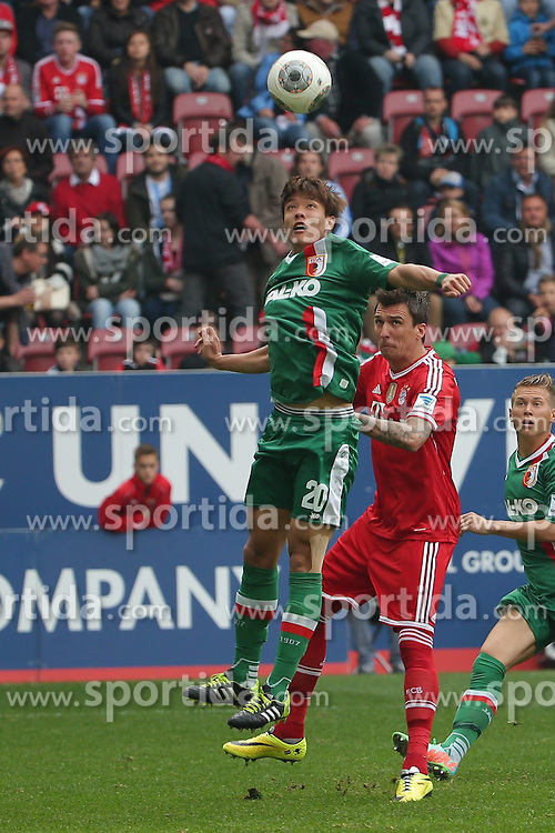 05.04.2014, SGL Arena, Augsburg, GER, 1. FBL, FC Augsburg vs FC Bayern Muenchen, 29. Runde, im Bild Hong Jeong-Ho (# 20, FC Augsburg) vor Mario Mandzukicv (# 9, Bayern Muenchen) v.l. am Ball // during the German Bundesliga 29th round match between FC Augsburg and FC Bayern Munich at the SGL Arena in Augsburg, Germany on 2014/04/05. EXPA Pictures &copy; 2014, PhotoCredit: EXPA/ Eibner-Pressefoto/ Fastl<br /> <br /> *****ATTENTION - OUT of GER*****