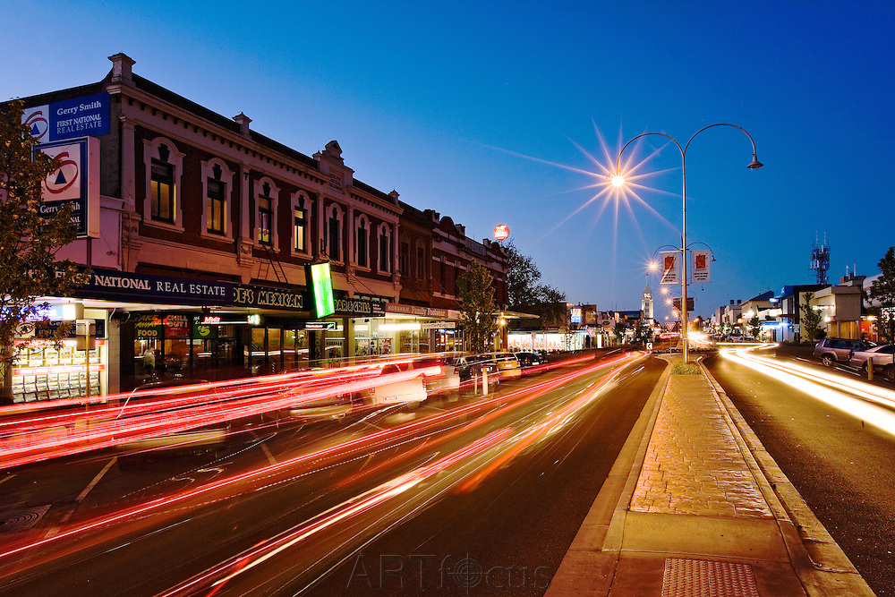 Firebrace St, Horsham at night