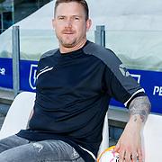 NLD/Zwolle/20180418 - Johnny de Mol onthult de nieuwe Eredivisiebal, Johnny met de nieuwe bal