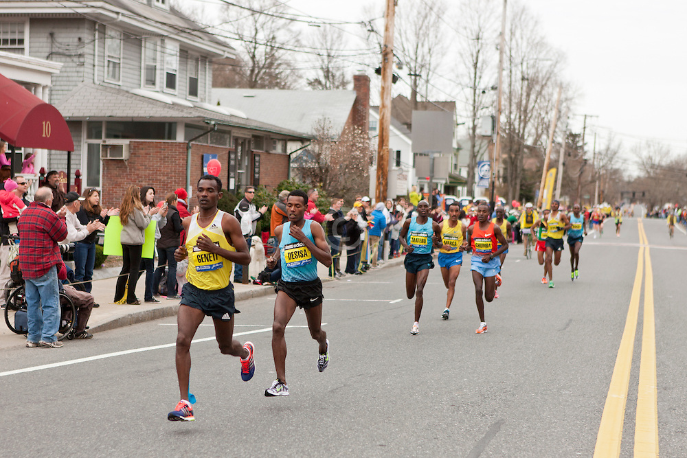 2013 Boston Marathon: elite men race through Framingham