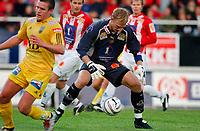 Fotball, Eliteserie, 30 AUGUST 2004, Alfheim Stadion i Tromsø, TROMSØ IL - BODØ GLIMT 2-0, Christian Berg GLIMT (foran) og t.v. Knut Borch TIL-keeper<br /> FOTO: KAJA BAARDSEN/DIGITALSPORT