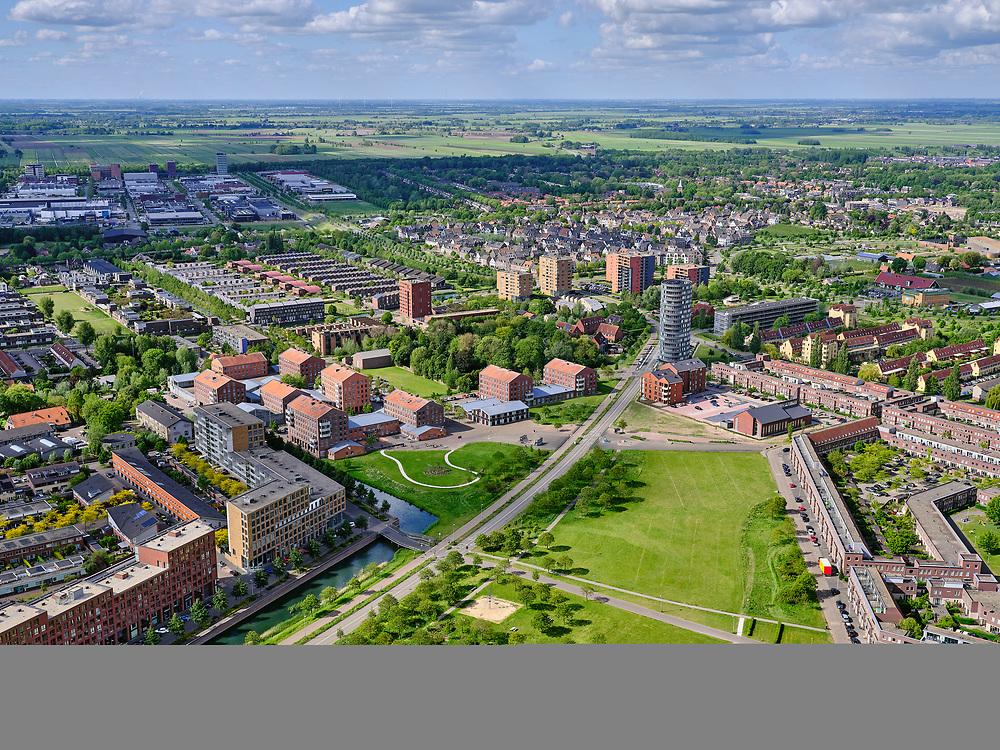 Nederland, Utrecht, Utrecht; 14–05-2020; stadsdeel Leidsche Rijn, Parkwijk / Hoge Weide. Amaliapark, Busbaan Parkwijk richting De Meern.<br /> Leidsche Rijn district.<br /> <br /> luchtfoto (toeslag op standaard tarieven);<br /> aerial photo (additional fee required)<br /> copyright © 2020 foto/photo Siebe Swart