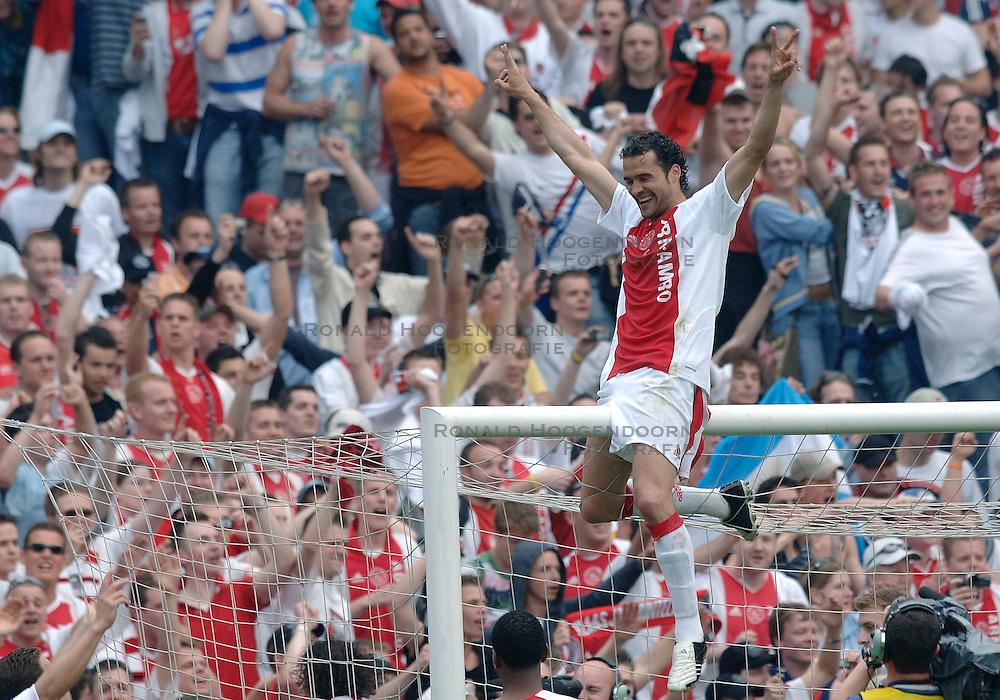 07-05-2006 VOETBAL: FINALE GATORADE CUP: AJAX - PSV: ROTTERDAM<br /> Juanfran<br /> &copy;2006-WWW.FOTOHOOGENDOORN.NL