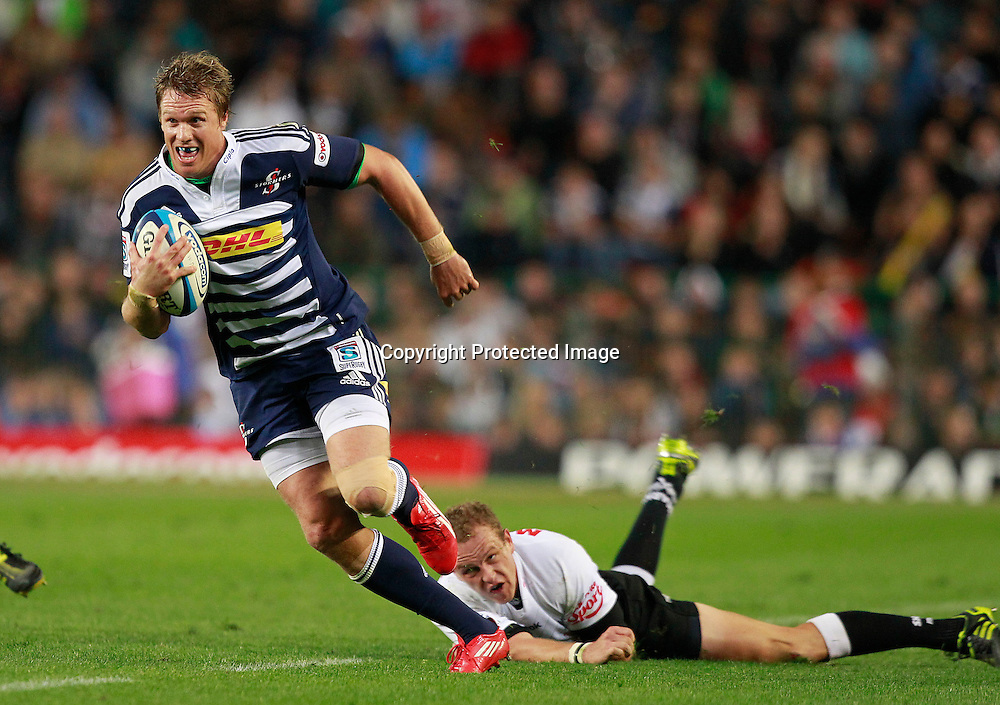 Stormers centre Jean de Villiers (L) breaks away from Sharks centre Meyer Bosman (R) during their Super Rugby match in Cape Town, South Africa 30 April 2011