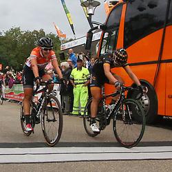 06-09-2015: Wielrennen: Ladiestour: Valkenburg<br />VALKENBURG (NED) wielrennen <br />De slotetappe van de Boels Ladies Tour startte traditioneel in Bunde en voerde het peloton door het Limburgse Heuvelland met finish op de top van de CaubergThalita de Jong wint de slotetappe van de Ladiestour voor Elisa Longo Borghini en Lisa Brennauer