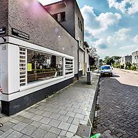 Nederland, Amsterdam, 30 augustus 2016.<br /> Betondorp Watergraafsmeer is een wijk met armoede.<br /> Op de foto: Sfeerimpressie bij Brink.<br /> N.B. PERSOON OP DE FOTO HEEFT NIKS MET STREKKING VERHAAL TE MAKEN!<br /> <br /> Foto: Jean-Pierre Jans