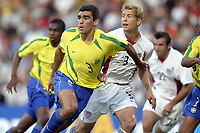 FOOTBALL - CONFEDERATIONS CUP 2003 - GROUP B - BRASIL v USA - 030621 - LUCIO (BRA) / GREGG BERHALTER (USA) - PHOTO JEAN MARIE HERVIO / DIGITALSPORT