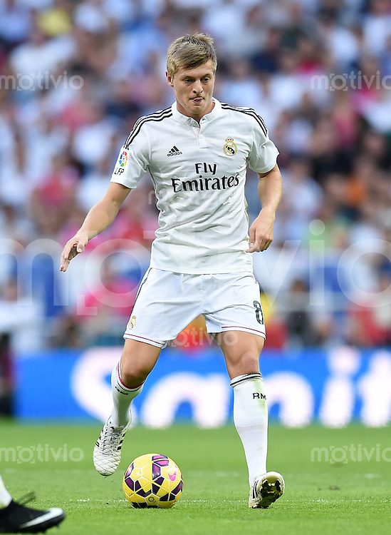 FUSSBALL  INTERNATIONAL  PRIMERA DIVISION  SAISON 2014/2015    9. Spieltag   El Clasico   Real Madrid  - FC Barcelona        25.10.2014 Toni Kroos (Real Madrid) am Ball