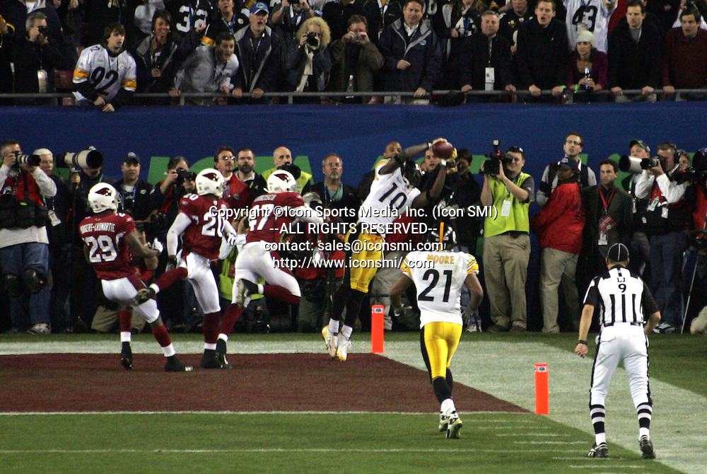 01 FEB 2009:  Santonio Holmes (10) of the Steelers makes a toe tapping catch for a touchdown during Super Bowl XLIII with the Arizona Cardinal versus the Pittsburgh Steelers at Raymond James Stadium in Tampa, Florida.