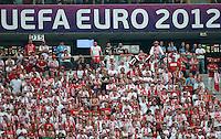 FUSSBALL  EUROPAMEISTERSCHAFT 2012   VORRUNDE Polen - Griechenland      08.06.2012 Polnische Fans vor dem Schriftzug UEFA EURO 2012