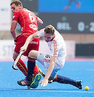 BHUBANESWAR (India) - Mirco Pruijser  in duel met de Dorion Thierry van Belgie  tijdens de strijd om plaats 5 tm 8  in de Champions Trophy Hockey tussen de mannen van Nederland en Belgie.  ANP KOEN SUYK
