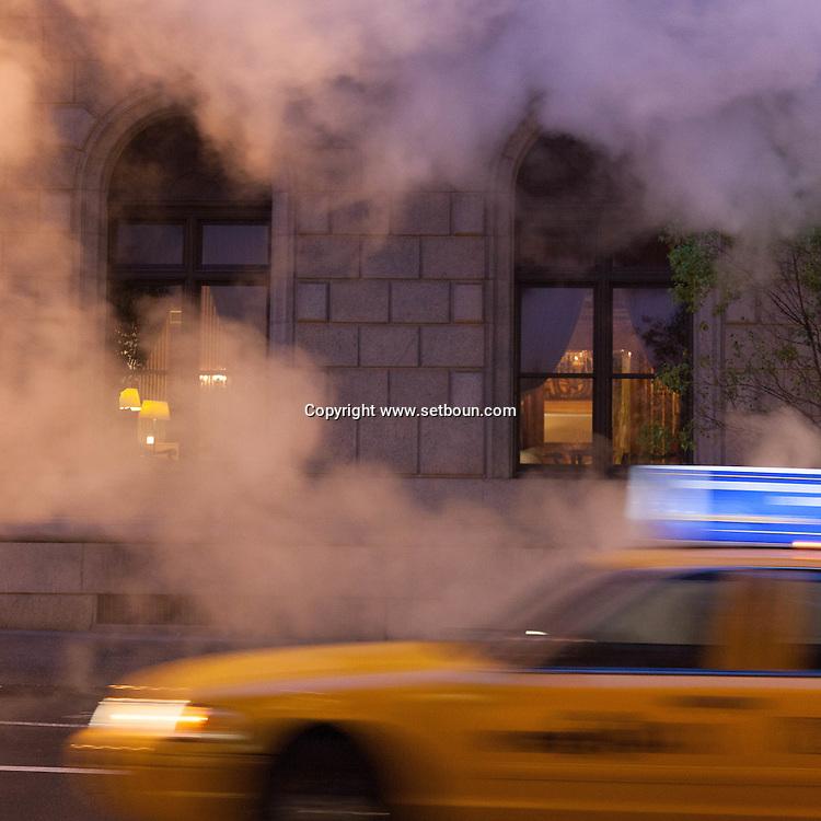 New York steam pipe in the middle of the fifth avenue.   Manhattan  / cheminee de vapeur du chauffage urbain sur la cinquieme avenue .