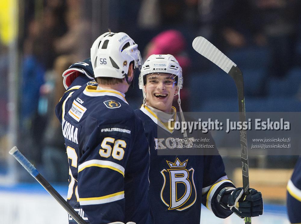 Otso Rantakari  ottelun päätyttyä. Blues - Kärpät. SM-liiga. 3.2.2015. Photo: Jussi Eskola