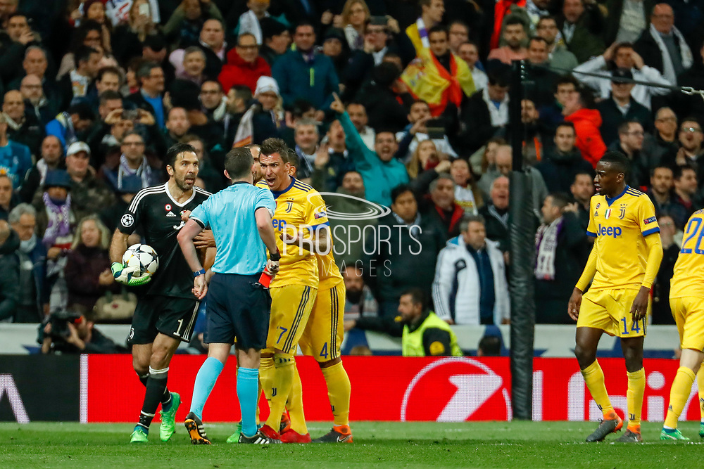 Referee's Michael Oliver gives a red card to Gianluigi Buffon of Juventus during the UEFA Champions League, quarter final, 2nd leg football match between Real Madrid CF and Juventus FC on April 11, 2018 at Santiago Bernabeu stadium in Madrid, Spain - Photo Oscar J Barroso / Spain ProSportsImages / DPPI / ProSportsImages / DPPI