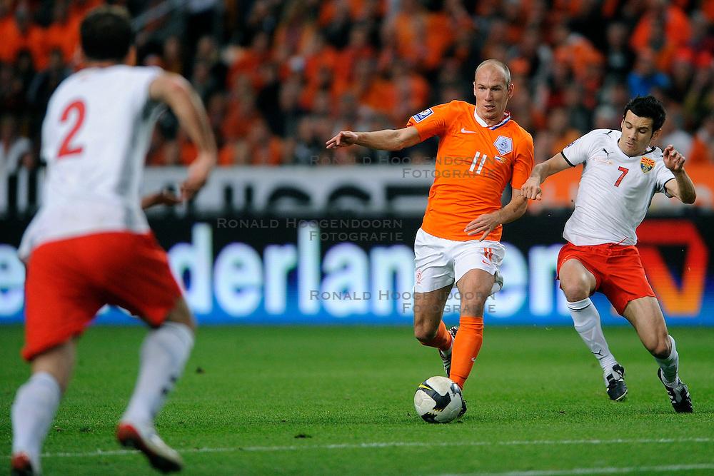 01-04-2009 VOETBAL: WK KWALIFICATIE NEDERLAND - MACEDONIE: AMSTERDAM<br /> Nederland wint met 4-0 van Macedonie / Arjen Robben<br /> &copy;2009-WWW.FOTOHOOGENDOORN.NL