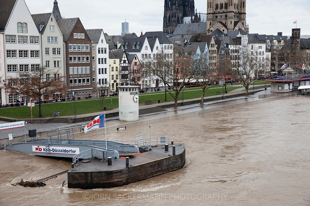 Cologne, Germany, 7. January 2018, flood of the river Rhine, the old part of town with the cathedral and the church Gross St. Martin.<br /> <br /> K&ouml;ln, Deutschland, 7. Januar 2018, Hochwasser des Rheins, die Altstadt mit dem Dom und der Kirche Gro&szlig; St. Martin.