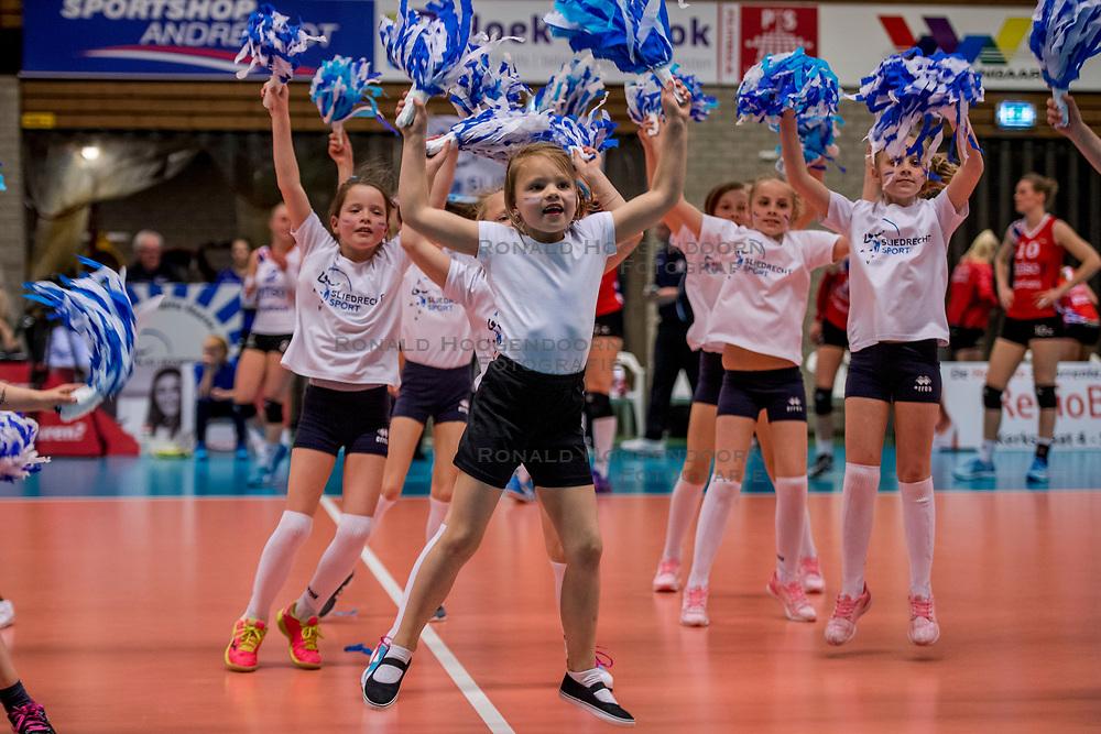 06-05-2017 NED: Finale play off Sliedrecht Sport - VC Sneek, Sliedrecht<br /> Sliedrecht is Nederlands kampioen 2016-2017 / De mini cheerleaders van Sliedrecht Sport