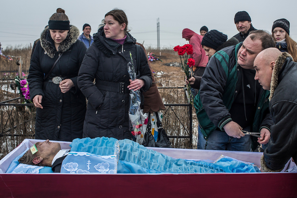 DONETSK, UKRAINE - JANUARY 30, 2015: The funeral of Anatoliy Bogdan, 54, who was killed by shelling, is held at Yuzhnaya Cemetery on January 27 in Donetsk, Ukraine. At least seven people were killed in two shelling incidents in Donetsk today, the deadliest day for civilians in more than a week, as peace talks in the Belarussian capital of Minsk were postponed. CREDIT: Brendan Hoffman for The New York Times