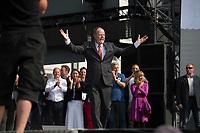 17 AUG 2013, BERLIN/GERMANY:<br /> Peer Steinbrueck, SPD Kanzlerkandidat, vor seiner Rede, Deutschlandfest anl. des 150. Jubilaeums der Parteigruendung der SPD, Strasse des 17. Juni, vor dem Brandenburger Tor<br /> IMAGE: 20130817-01-006<br /> KEYWORDS: Peer Steinbrück, 150 Jahre, Geburtstag, Jubel, Applaus