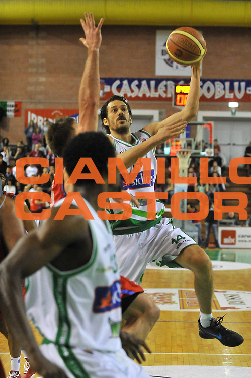 DESCRIZIONE : Casale Monferrato Lega A 2011-12 Novipiu Casale Monferrato Sidigas Avellino <br /> GIOCATORE : Jurica Golemac<br /> SQUADRA : Sidigas Avellino<br /> EVENTO : Campionato Lega A 2011-2012 <br /> GARA : Novipiu Casale Monferrato Sidigas Avellino <br /> DATA : 07/03/2012<br /> CATEGORIA : Penetrazione Tiro<br /> SPORT : Pallacanestro <br /> AUTORE : Agenzia Ciamillo-Castoria/ L.Goria<br /> Galleria : Lega Basket A 2011-2012 <br /> Fotonotizia : Biella Lega A 2011-12  Novipiu Casale Monferrato Sidigas Avellino <br /> Predefinita
