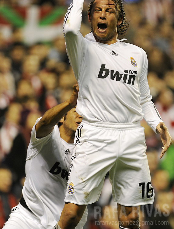 Real Madrid's Argentinian Gabriel Heinze celebrates his goal against Athletic during a Spanish league football match, on March 14, 2009, at San Mames stadium in Bilbao.