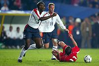 Fotball<br /> Kvalifisering til EM 2004<br /> 11.10.2003<br /> Tyrkia v England<br /> Norway Only<br /> Foto: Digitalsport<br /> <br /> FOOTBALL - EURO 2004 - QUALIFICATIONS - GROUP 7 - TURKEY v ENGLAND - 031011 - SOL CAMPBELL / NICKY BUTT (ENG) / SERGEN YALCIN (TUR) - PHOTO LAURENT BAHEUX