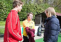AMSTELVEEN -Arbitrage bij DOD C jeugd. Fanneke Alkemade begeleid jeugdige scheidsrechters. COPYRIGHT KOEN SUYK