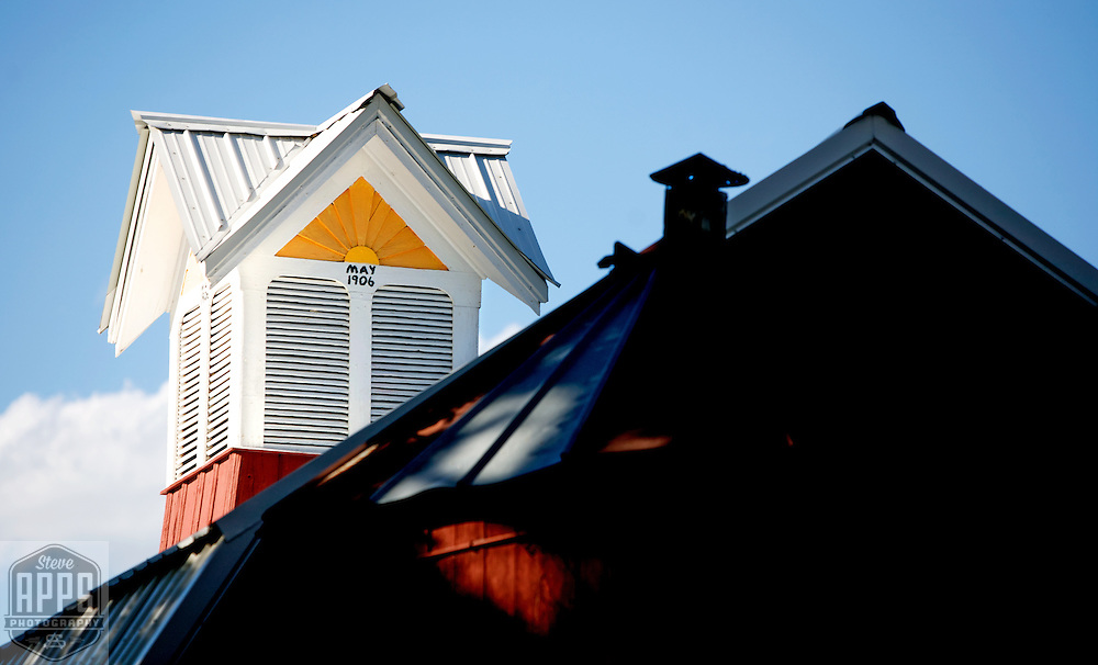 A collection of Barns that still can be seen while traveling the countryside in  the beautiful State of Wisconsin.<br /> Waushara County- Hwy 21 out of Wautoma. Barns from around the State of Wisconsin.