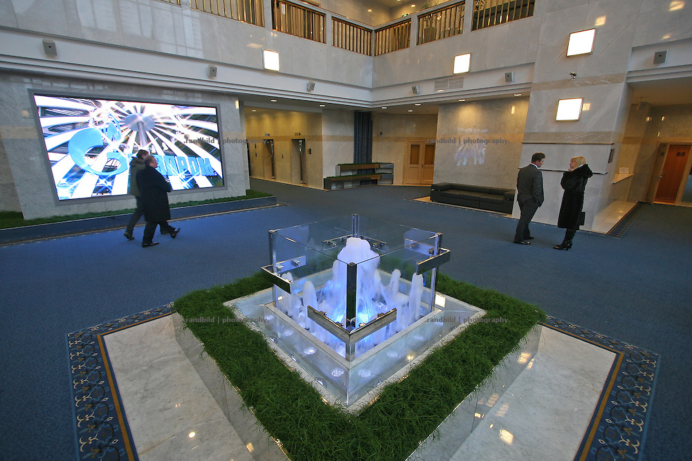 Die Lobby der Zentrale des Gazprom Konzerns in Moskau. The Lobby of the Gazprom headquarters in Moscow.