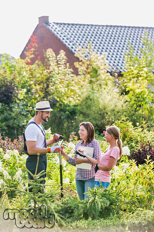 Photo of shop owner and garden staffs standing in the garden