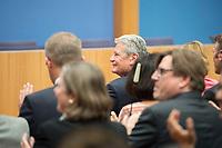 14 OCT 2014, BERLIN/GERMANY:<br /> Joachim Gauck, Bundespraesident, Abendveranstaltung anl. des 65. Jahrestages des Bestehens der Bundespressekonferenz<br /> IMAGE: 20141014-01-009<br /> KEYWORDS: Geburtstag, Jubiläum, Jubilaeum, BPK