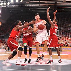 14.06.2015, Brose Arena, Bamberg, GER, Beko Basketball BL, Brose Baskets Bamberg vs FC Bayern Muenchen, Playoffs, Finale, 3. Spiel, im Bild Nihad Djedovic (FC Bayern Muenchen / Mitte) versucht sich gegen Trevor Mbakwe (Brose Baskets Bamberg), Dawan Robinson (Brose Baskets Bamberg) und Bradley Wanamaker (Brose Baskets Bamberg) (v.l.n.r.) durchzusetzen. // during the Beko Basketball Bundes league Playoffs, final round, 3rd match between Brose Baskets Bamberg and FC Bayern Muenchen at the Brose Arena in Bamberg, Germany on 2015/06/14. EXPA Pictures &copy; 2015, PhotoCredit: EXPA/ Eibner-Pressefoto/ Merz<br /> <br /> *****ATTENTION - OUT of GER*****