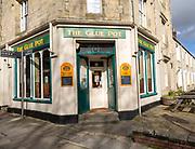 The Glue Pot pub on corner of terraced housing street in the Railway Village, Swindon, Wiltshire, England, UK