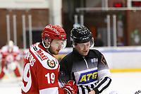 2020-03-06   Ljungby, Sverige: Troja-Ljungby (19) Victor Romfors i en diskussion med en linjeman under matchen i Hockeyettan mellan IF Troja/Ljungby och Bodens HF i Ljungby Arena ( Foto av: Fredrik Sten   Swe Press Photo )<br /> <br /> Nyckelord: Ljungby, Ishockey, Hockeyettan, Ljungby Arena, IF Troja/Ljungby, Bodens HF, fstb200306, playoff, kval