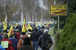 Bundesweite Anti-Atom-Kundgebung in Splietau bei Dannenberg im Wendland. 50.000 Menschen protestieren friedlich gegen die Atompolitik der schwarz-gelben Regierung. <br /> <br /> Ort: Splietau<br /> Copyright: Andreas Conradt<br /> Quelle: PubliXviewinG