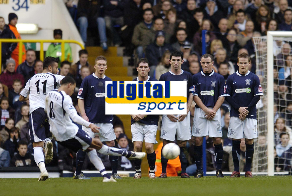 Photo: Olly Greenwood.<br />Tottenham Hotspur v Southend United. The FA Cup. 27/01/2007. Southend players watch as Spurs' Jermaine Jenas goes close with a free kick