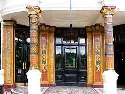 UK ENGLAND LONDON 19MAY08 - The Warrington Hotel in Maida Vale, a wealthy part of West London.. .jre/Photo by Jiri Rezac..© Jiri Rezac 2008..Contact: +44 (0) 7050 110 417.Mobile:  +44 (0) 7801 337 683.Office:  +44 (0) 20 8968 9635..Email:   jiri@jirirezac.com.Web:     www.jirirezac.com..© All images Jiri Rezac 2008 - All rights reserved.
