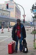 Mehr als 20 Jahre hat Negga<br />Eyob als ERZIEHER in<br />Deutschland gearbeitet.<br />Er ist krebskrank und hat<br />einen Anspruch auf eine<br />öffentliche Unterbringung.<br />Aber die Unterkünfte sind voll.