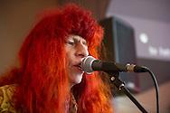 Protestzanger Armand is donderdag overleden. Dat maakte zijn platenmaatschappij Top-Notch Excelsior vrijdag bekend. De markante Brabantse zanger met zijn lange rode haren is 69 jaar geworden.