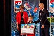 Pieter van Vollenhoven reikt 15 miljoenste zwemdiploma uit