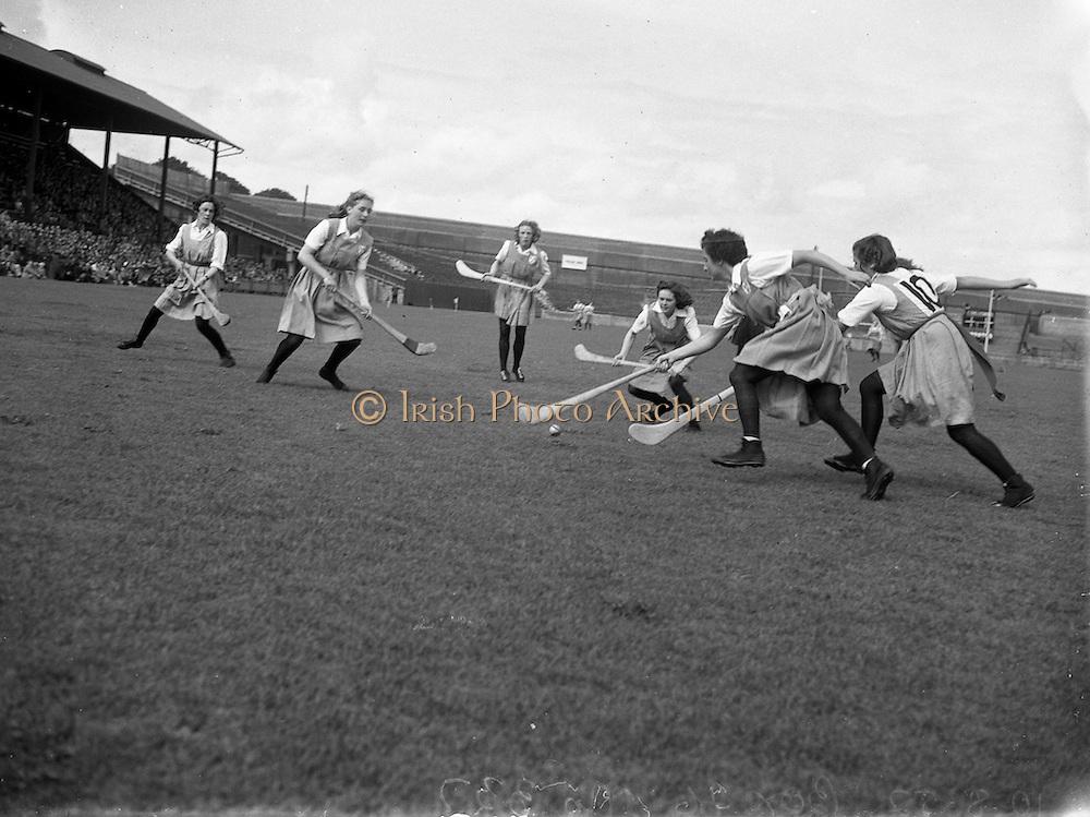 10/08/1952<br /> 08/10/1952<br /> 10 August 1952<br /> Camogie: Senior All Ireland Final, Dublin v Antrim at Croke Park.