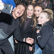 NLD/Amsterdam/20190228  - Lil Kleines kledinglijnlancering Jorik SS19, Lil Kleine maakt selfie met jeugdige fan's