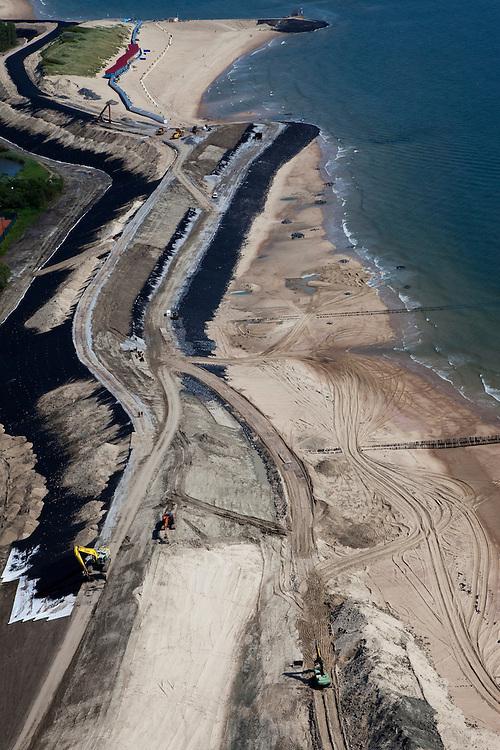 Nederland, Zeeland, Walcheren, 12-06-2009; Vlissingen, de waterkering Nolle-Westduin, een van de 'Zwakke Schakels': duinen en dijk zijn onvoldoende bestand tegen een superstorm (eens per 4000 jaar). De zeedijk (Nolledijk) wordt versterkt en met name binnendijks verstevigd om overslagbestendig te worden. Ook aan de boulevard wordt gewerkt, dijkversterking door nieuwe steenbekleding. Rechts en aan de horizon de Westerschelde. Nolle-Westduin is the weakest link in the protecting of the south coast of the Netherlands. The dikes are now being strengthened. Swart collectie, luchtfoto (toeslag); Swart Collection, aerial photo (additional fee required).foto Siebe Swart / photo Siebe Swart