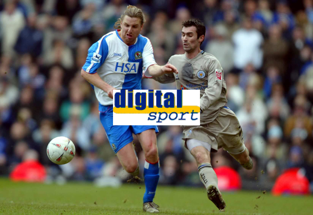 Fotball<br /> FA-cup 2005<br /> 5. runde<br /> Blackburn v Leicester<br /> 13. mars 2005<br /> Foto: Digitalsport<br /> NORWAY ONLY<br /> Nils-Eric Johansson of Blackburn battles for possession with Keith Gillespie of Leicester