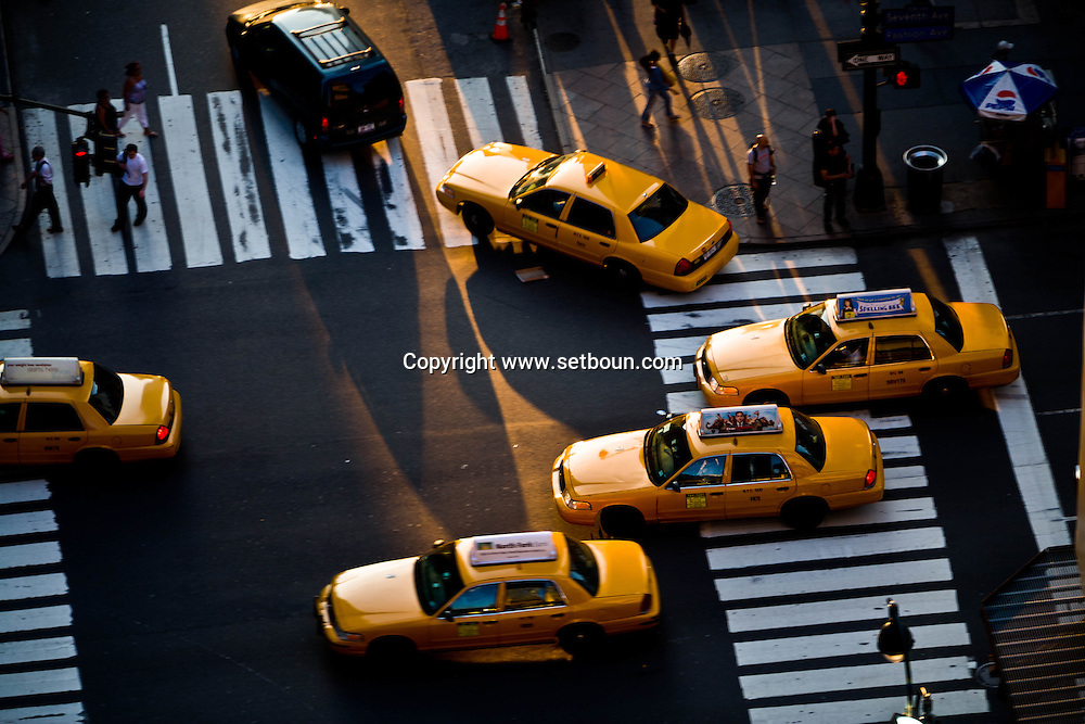 New York. elevated view on 34 sreet corner and 8th avenue   at sunset  New York - United states