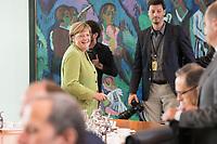 29 AUG 2018, BERLIN/GERMANY:<br /> Angela Merkel, CDU, Bundeskanzlerin, auf dem Weg zu ihrem Platz, vor Beginn der Kabinettsitzung, Bundeskanzleramt<br /> IMAGE: 20180829-01-034<br /> KEYWORDS: Kabinett, Sitzung, freundlich